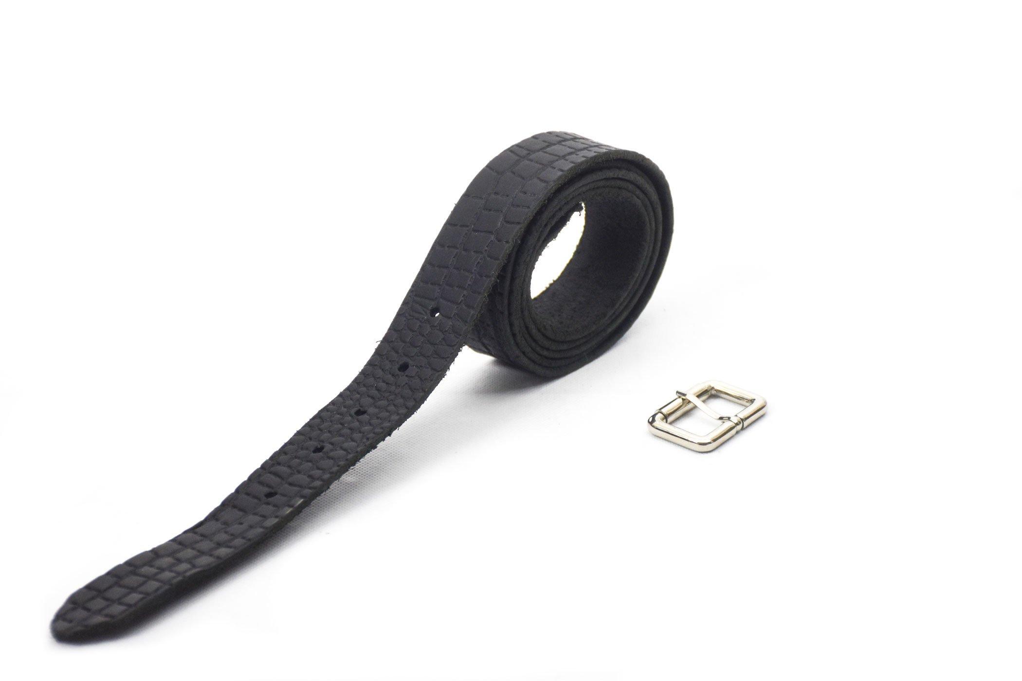 cinturón de piel color negro con grabado imitación cocodrilo