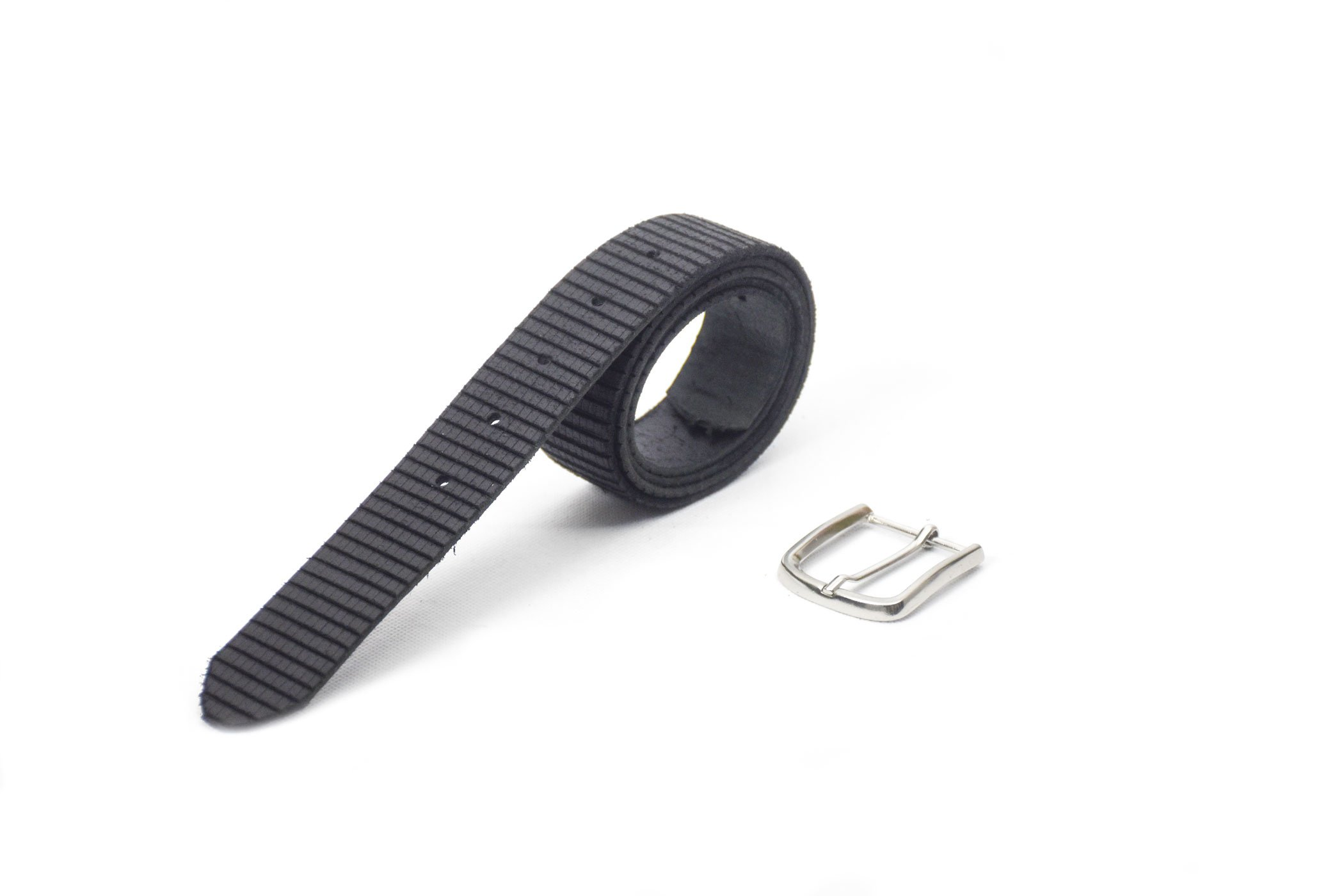 cinturón de cuero negro con grabado de rayas hebilla níquel