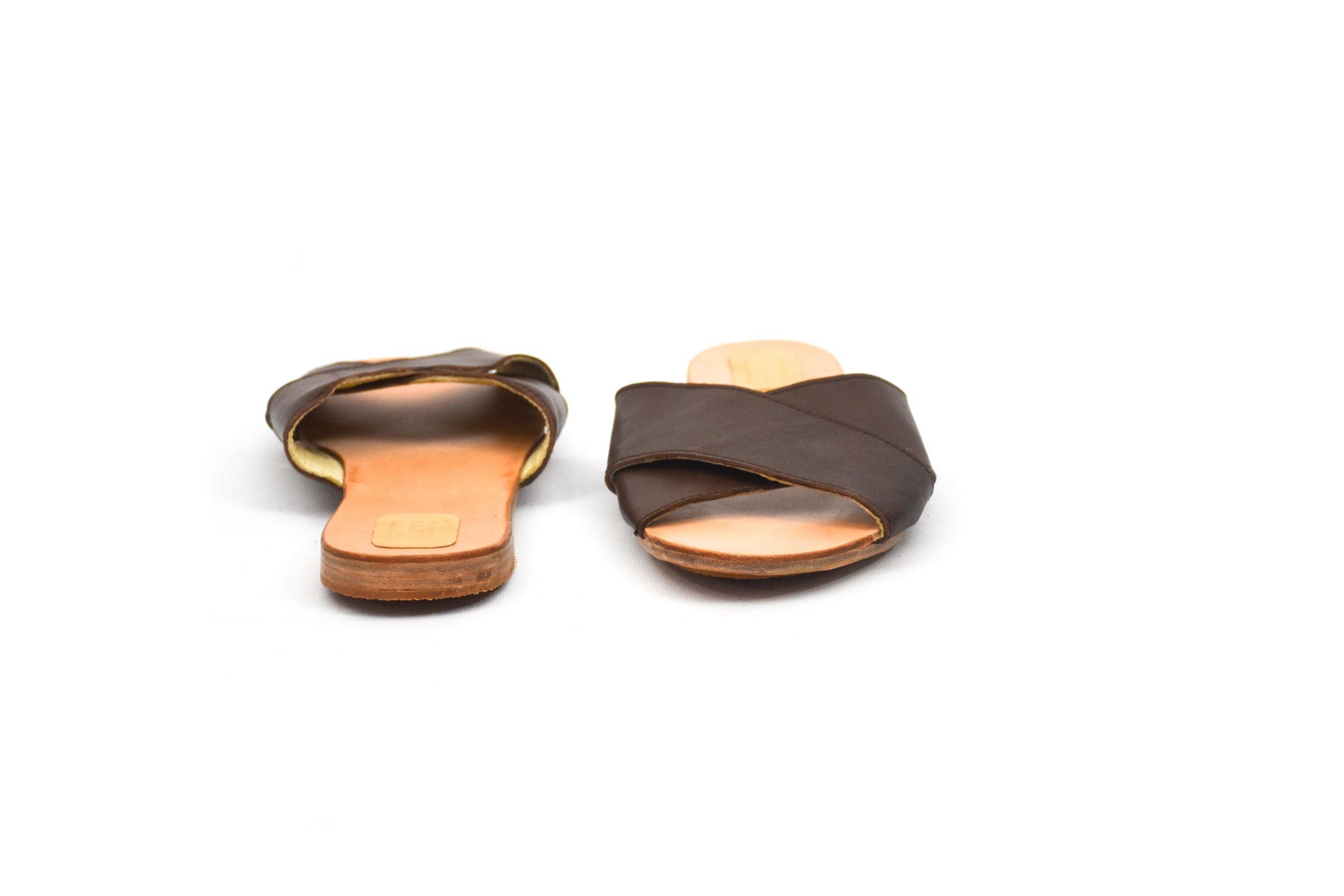 sandalia cruzada marrónoscuro cuero piel handmade