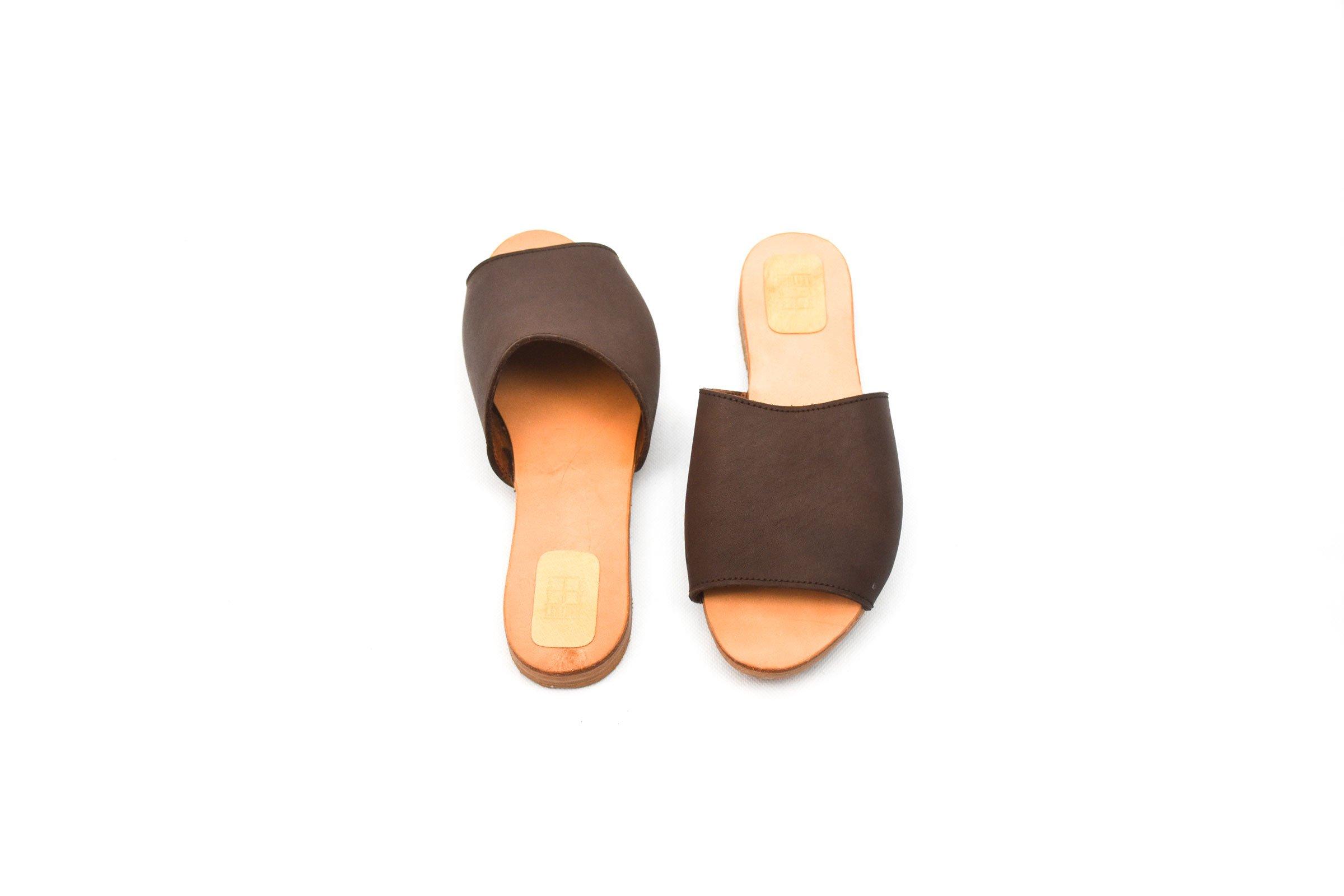 sandalia marrón oscuro piel cuero plana mujer